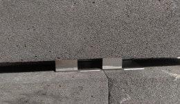 5. Зверху в порядку цегляної кладки встановлюється плита піноскла.